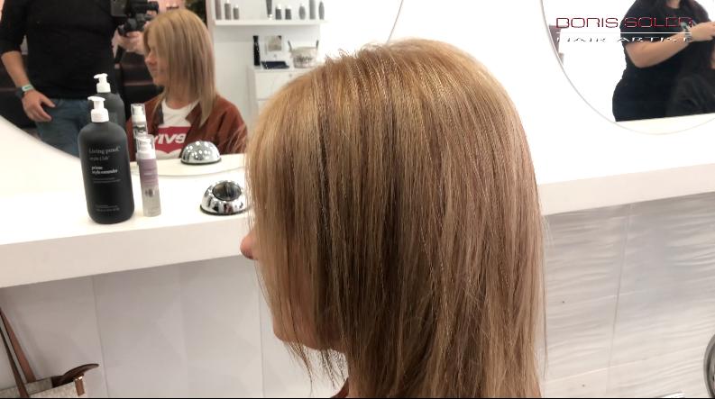 Como dar movimiento a un cabello rubio desgastado