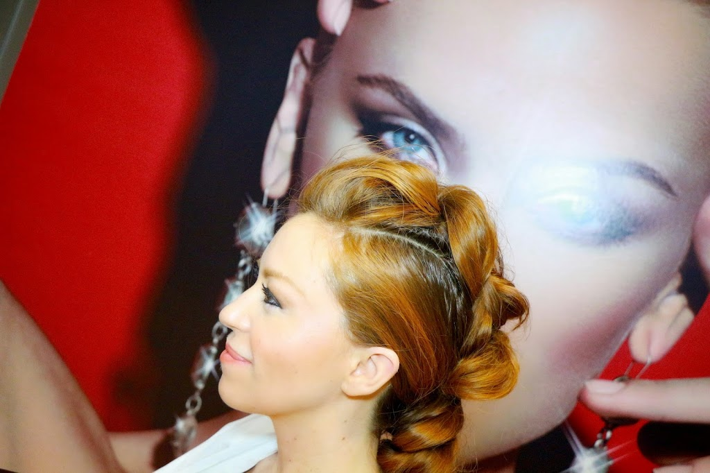 Como Hacer una trenza Mohicana – How to: Faux Mohawk Pull through Braid