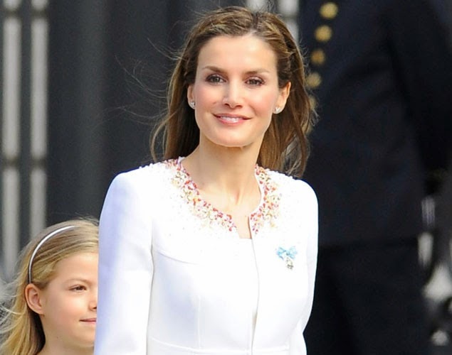 El Peinado de la Reina de España en su Coronacion